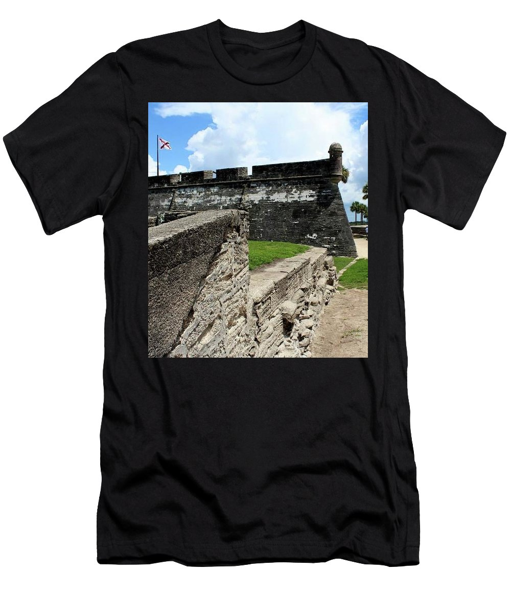 Usa Men's T-Shirt (Athletic Fit) featuring the photograph Castillo De San Marcos by Sparrow TwoTheKnee