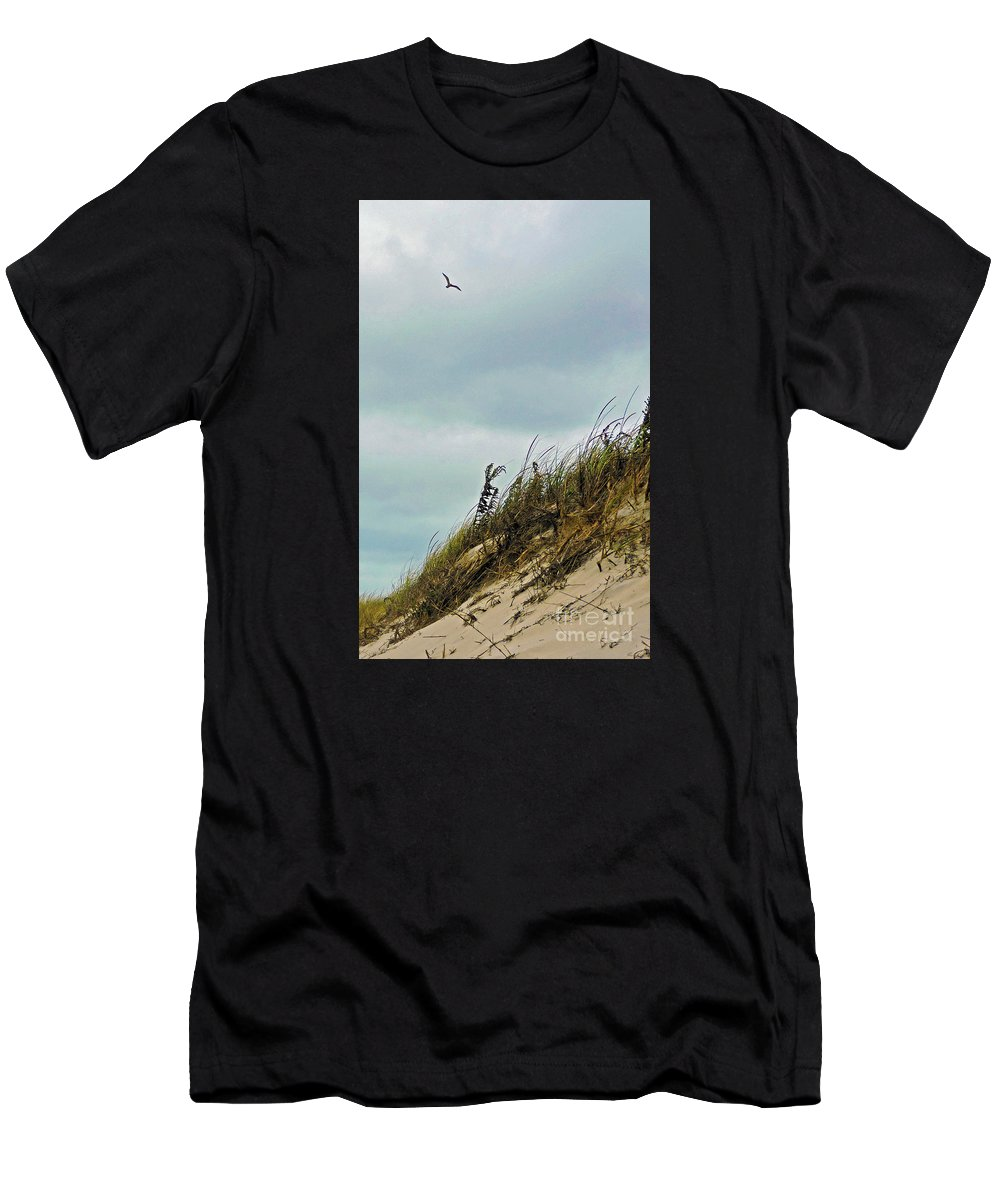 Island Beach State Park Men's T-Shirt (Athletic Fit) featuring the photograph Catching A Ride by Helene Guertin