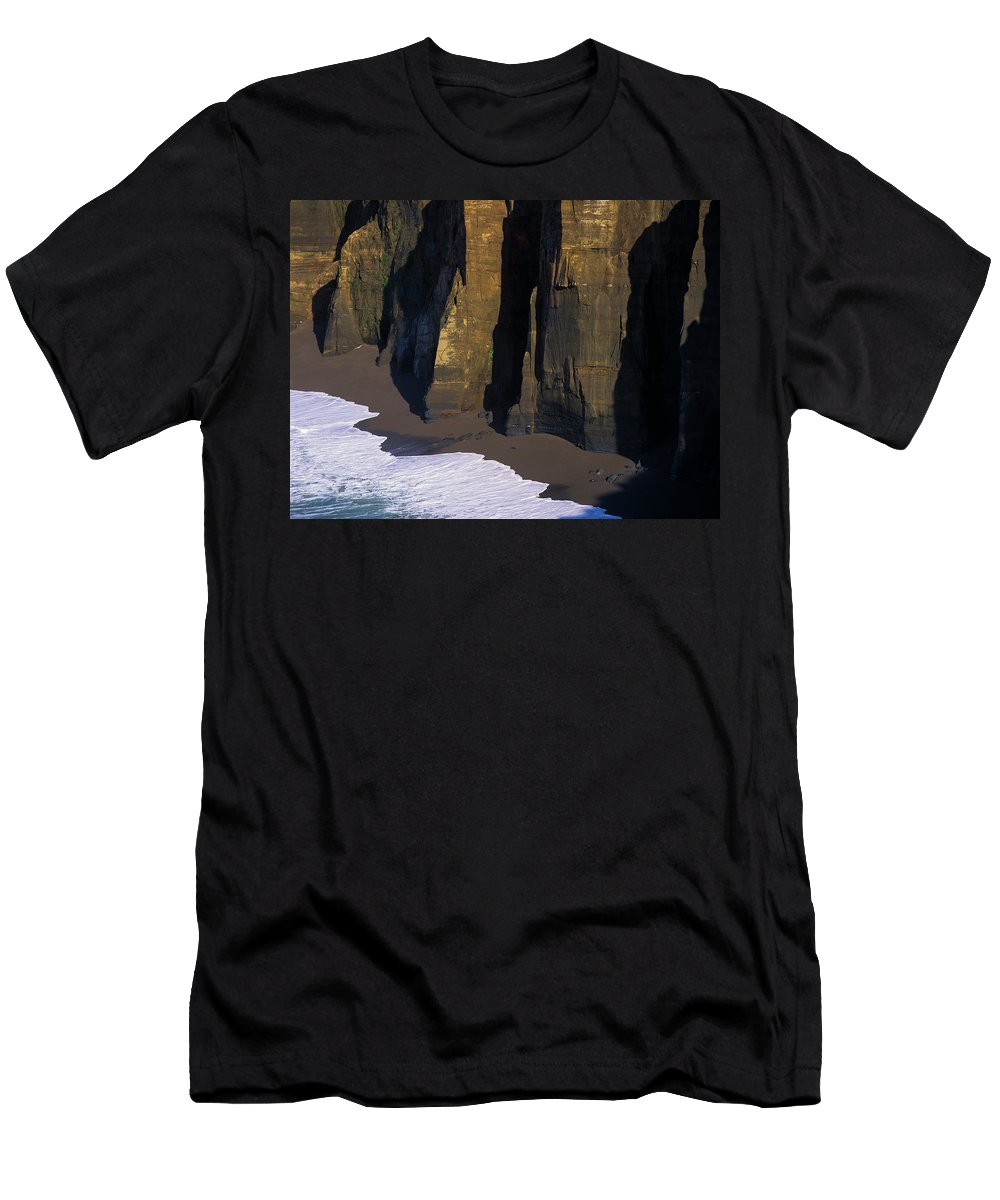 Beaches Men's T-Shirt (Athletic Fit) featuring the photograph Cliffs At Blacklock Point by Robert Potts