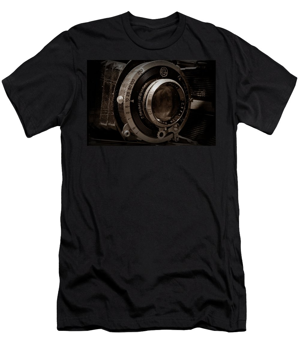Camera Men's T-Shirt (Athletic Fit) featuring the photograph Compur Relic by Scott Wyatt
