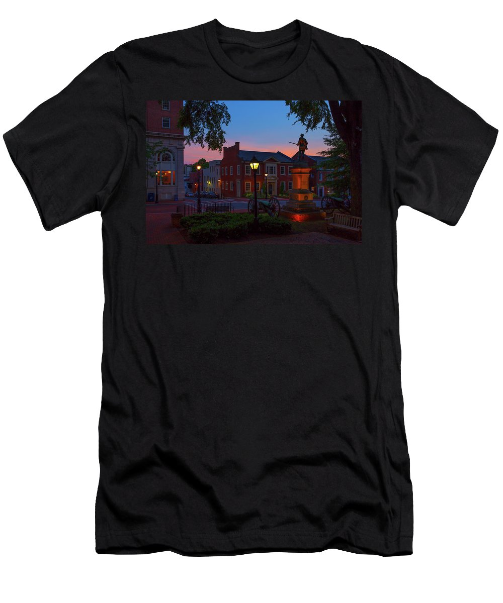 Charlottesville Men's T-Shirt (Athletic Fit) featuring the photograph Courthouse Square by Cliff Middlebrook