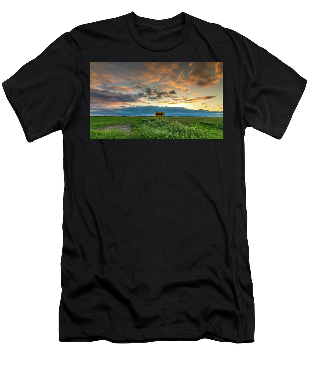 Sunset Corn Soybeans Mason City Clear Lake Iowa Sunray Rays Relaxing Colorful Men's T-Shirt (Athletic Fit) featuring the photograph Dead End by Bob White