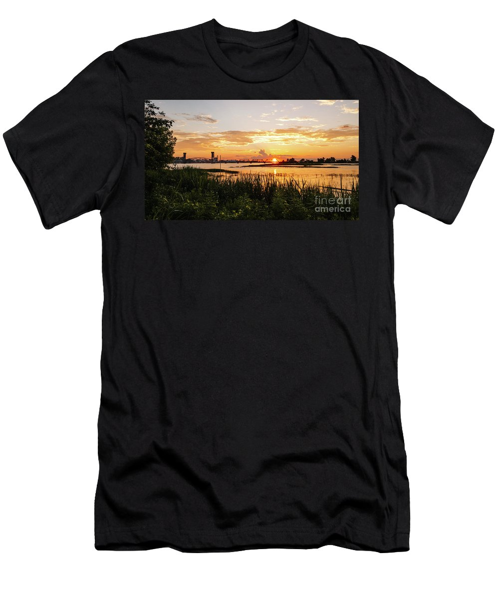 Decatur Men's T-Shirt (Athletic Fit) featuring the photograph Dectur Bridge by Thomas Garner