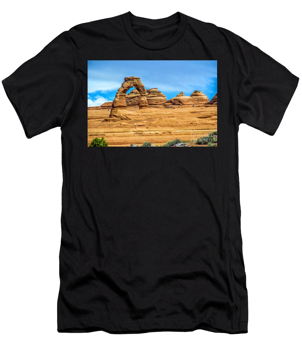 Arches Men's T-Shirt (Athletic Fit) featuring the photograph Delicate Arch by Roberta Bragan
