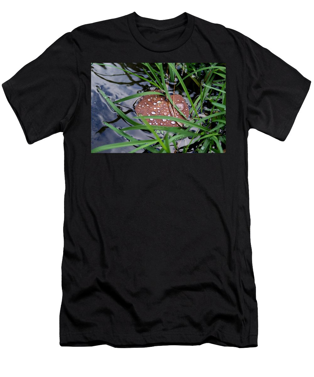 Dew Men's T-Shirt (Athletic Fit) featuring the photograph Dew It At The Creek by Ben Upham III