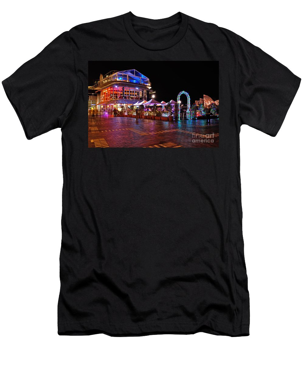 Photography Men's T-Shirt (Athletic Fit) featuring the photograph Dining In Color - Vivid Sydney By Kaye Menner by Kaye Menner