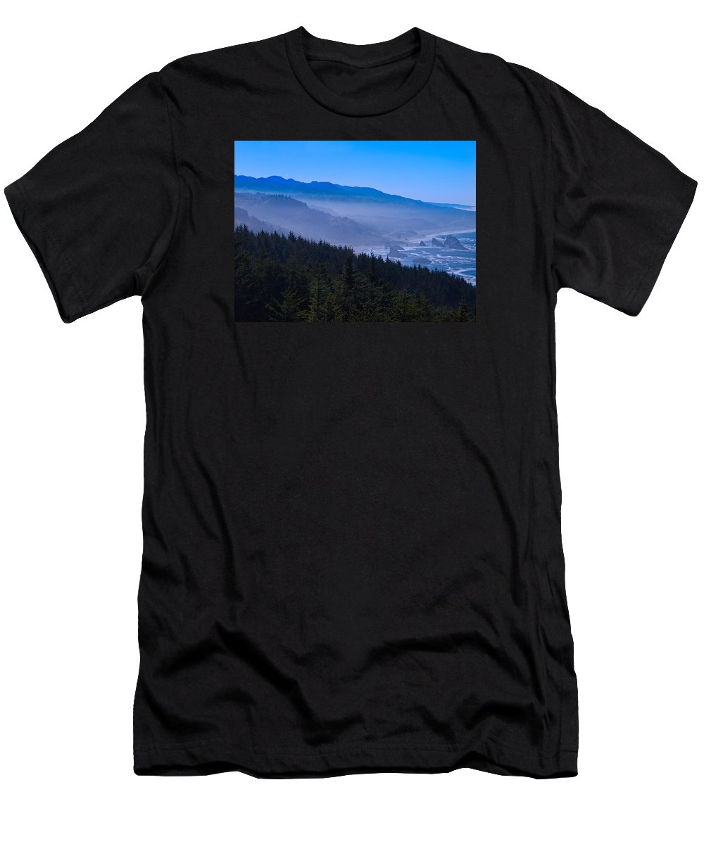 Oregon Men's T-Shirt (Athletic Fit) featuring the photograph Dream Come True by Laura Ragland