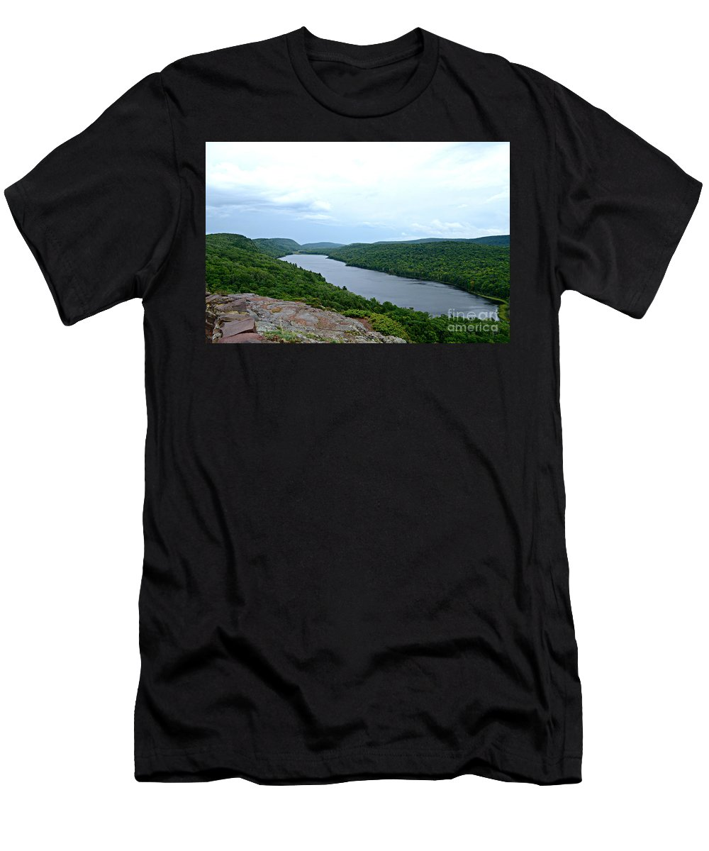 Lake Men's T-Shirt (Athletic Fit) featuring the photograph Drift Away by Scott Ward