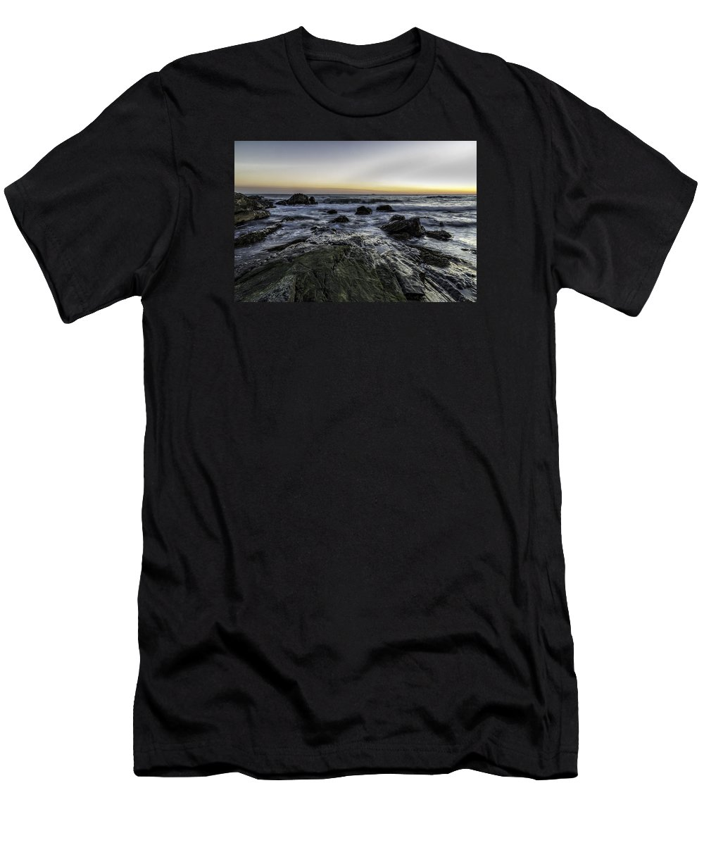 Sea Men's T-Shirt (Athletic Fit) featuring the photograph Ending The Day by Luis Torres