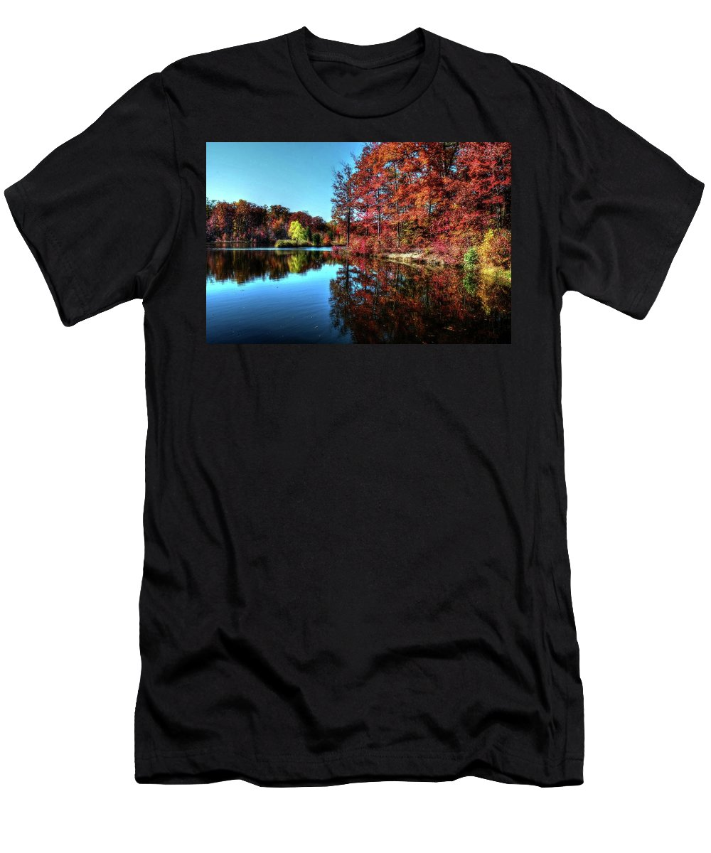 Fall Men's T-Shirt (Athletic Fit) featuring the photograph Fall At The Crosspointe Lake by Ronda Ryan