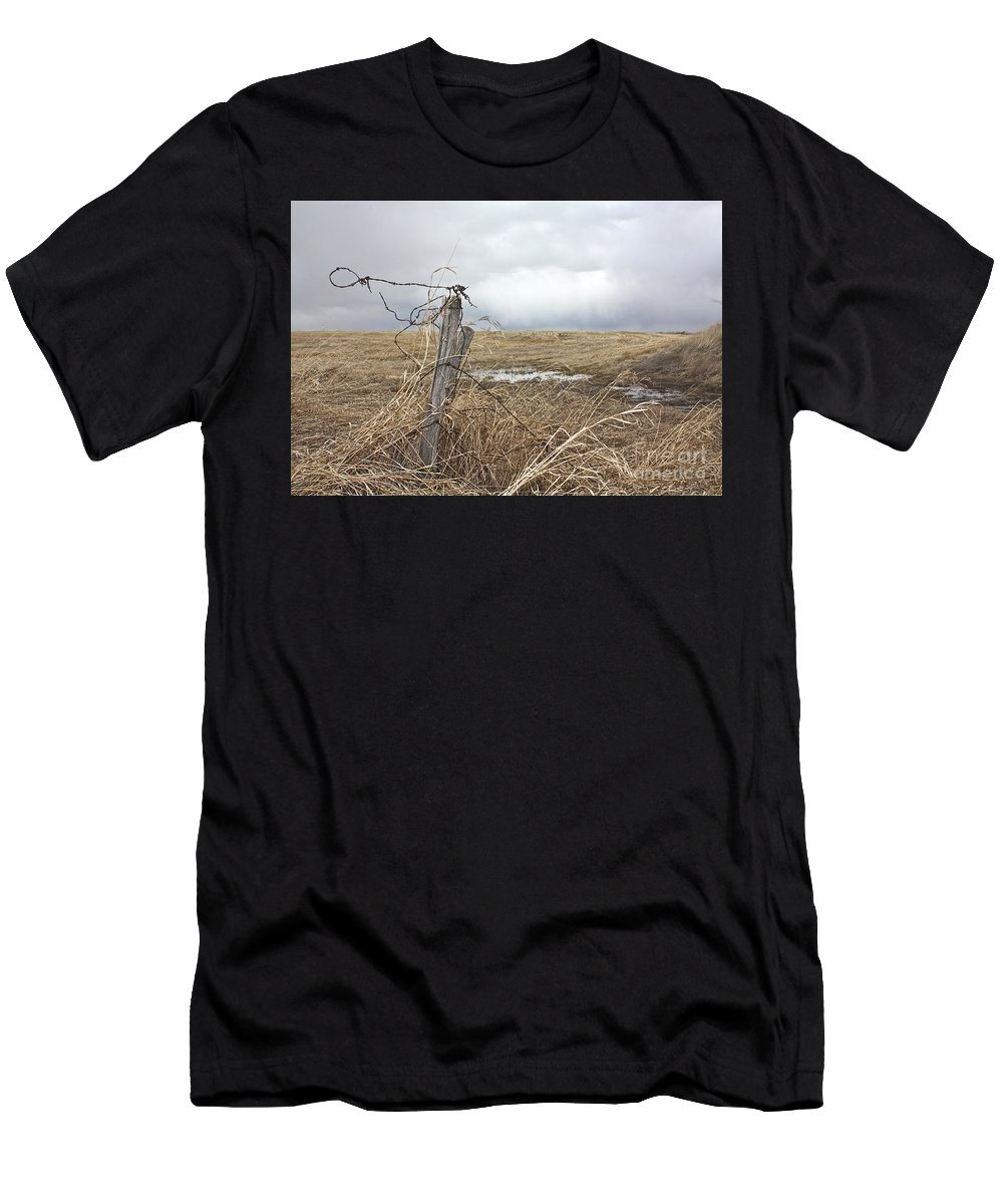 Rural Men's T-Shirt (Athletic Fit) featuring the photograph Fencepost by Linda Bianic