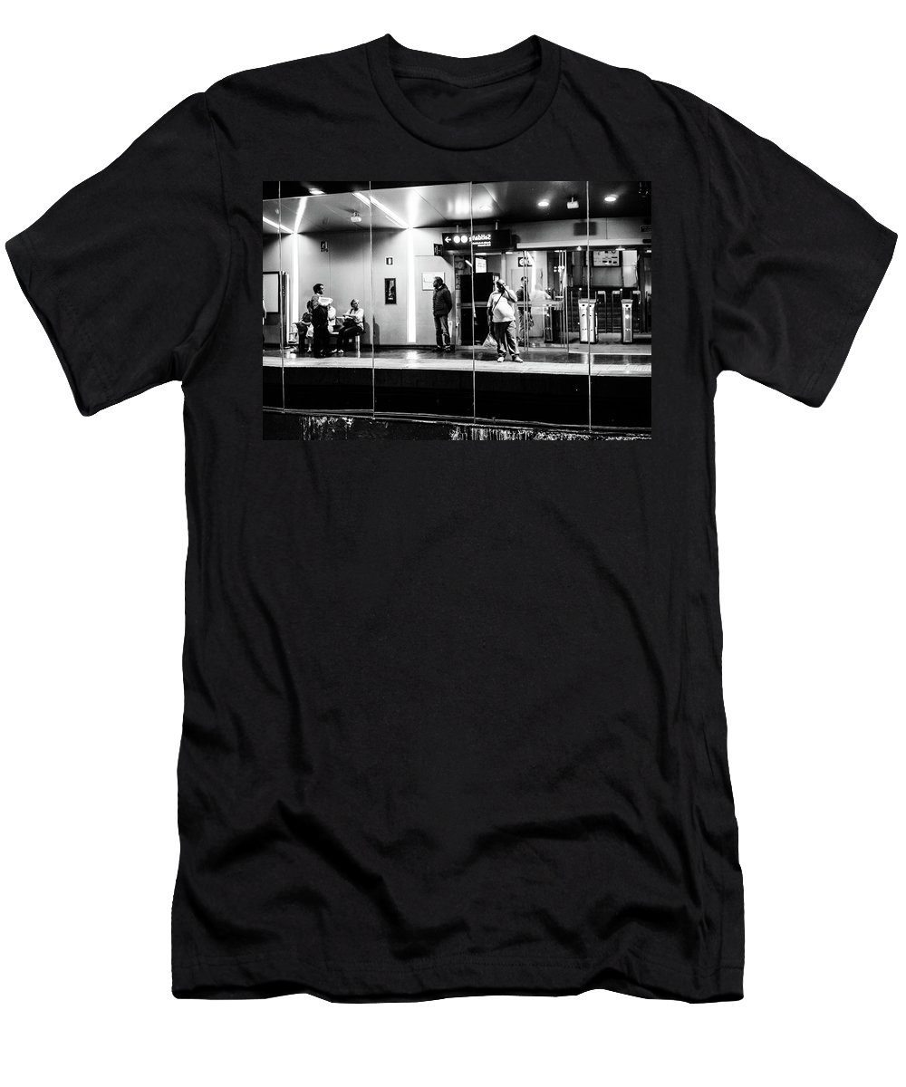 Street Men's T-Shirt (Athletic Fit) featuring the photograph Finger Lickin' Good by Christoffer Karlsson