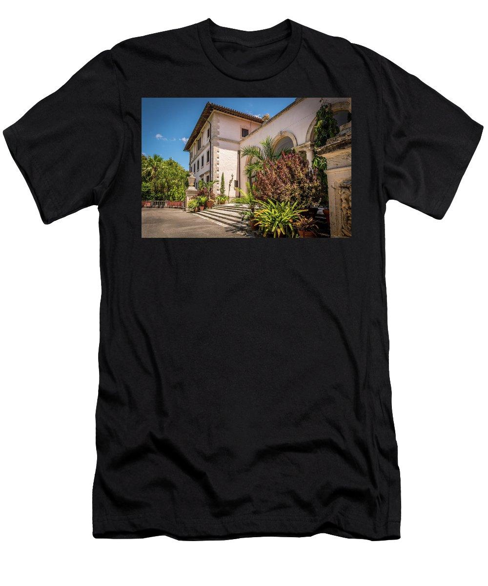 Vizcaya Men's T-Shirt (Athletic Fit) featuring the photograph Flamboyant Entrance by Vincent Asbjornsen