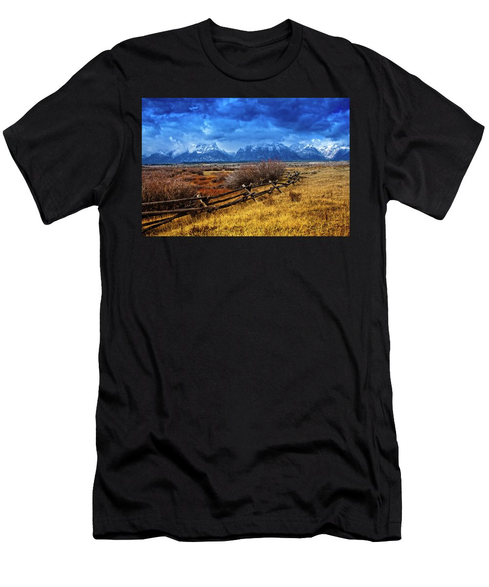 Grand Tetons Men's T-Shirt (Athletic Fit) featuring the photograph Forgotten Fence by Richard Cronberg