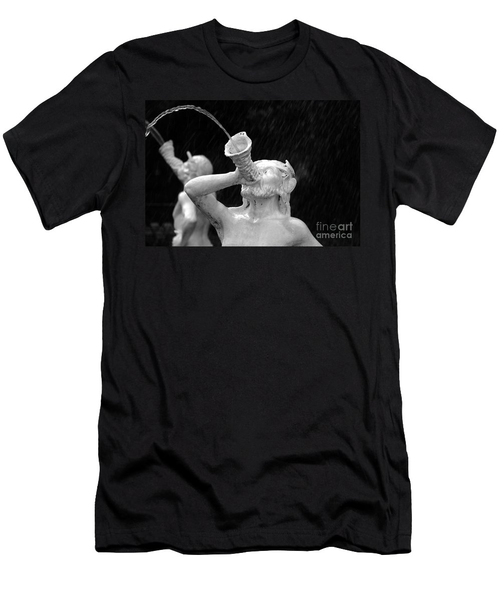 Fountain Men's T-Shirt (Athletic Fit) featuring the photograph Fountain Dreams by David Lee Thompson
