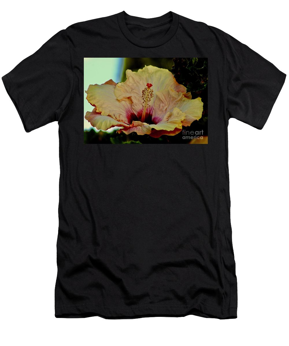 Flowers Men's T-Shirt (Athletic Fit) featuring the photograph Frilly And Fancy by Craig Wood