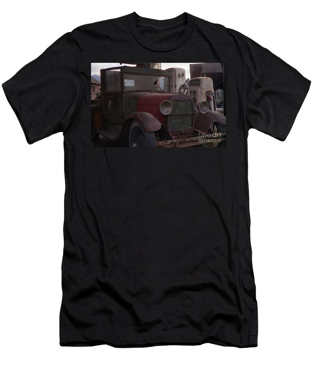 Gas Station Men's T-Shirt (Athletic Fit) featuring the photograph Full Service by Richard Rizzo