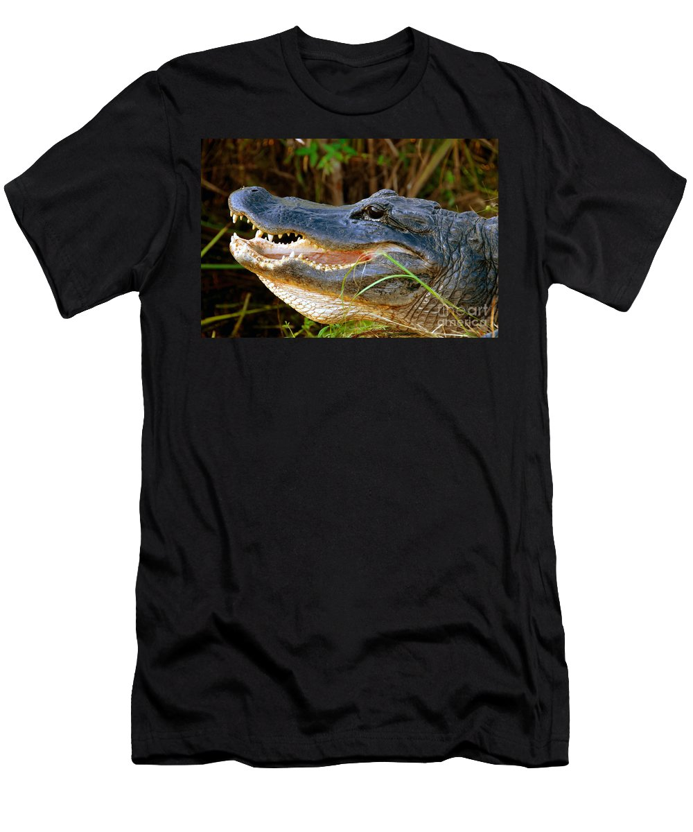 Alligator Men's T-Shirt (Athletic Fit) featuring the photograph Gator Head by David Lee Thompson