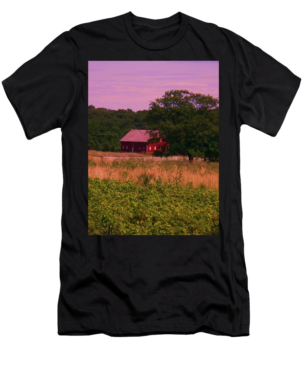 Gettysburg Men's T-Shirt (Athletic Fit) featuring the photograph Gettysburg Barn by Eric Schiabor