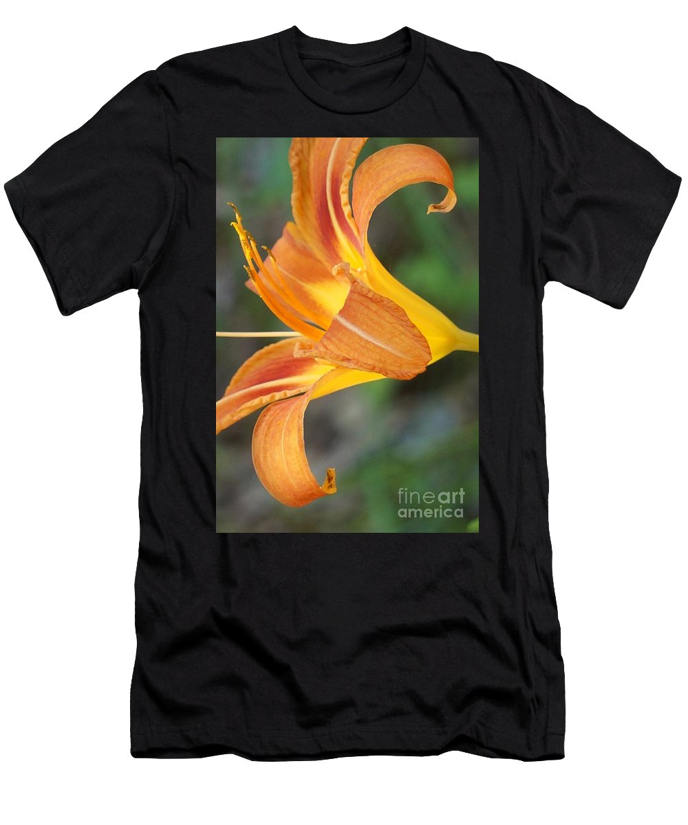 Lily Men's T-Shirt (Athletic Fit) featuring the photograph Glow Of A Lily by Maxine Billings