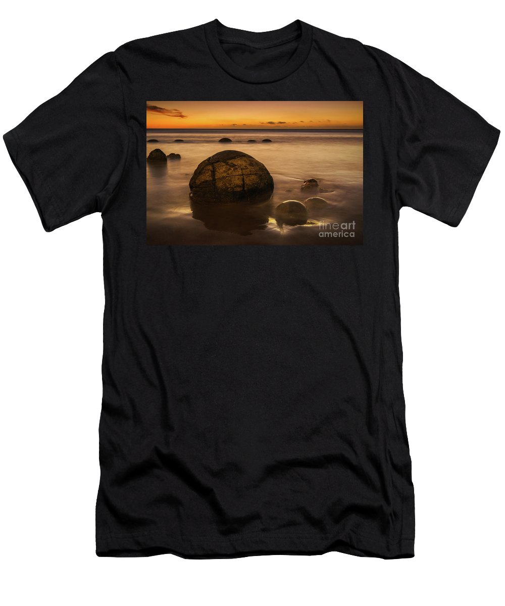 New Zealand Men's T-Shirt (Athletic Fit) featuring the photograph Golden Egg by Kamrul Arifin Mansor