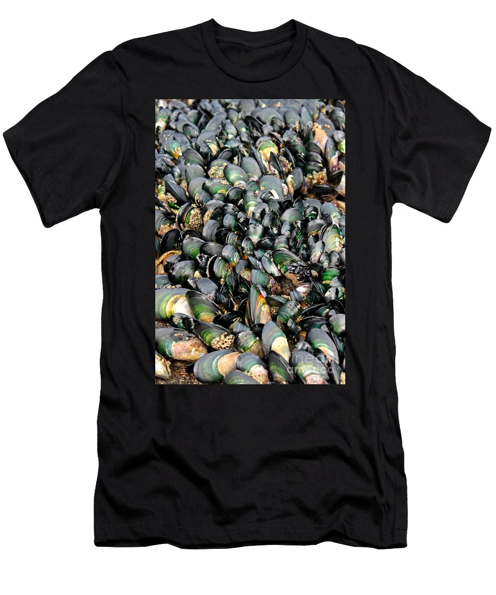 Green Lipped Muscles Men's T-Shirt (Athletic Fit) featuring the photograph Green Lipped Muscles by Gee Lyon