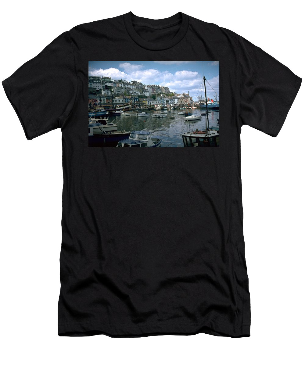 Great Britain Men's T-Shirt (Athletic Fit) featuring the photograph Harbor by Flavia Westerwelle