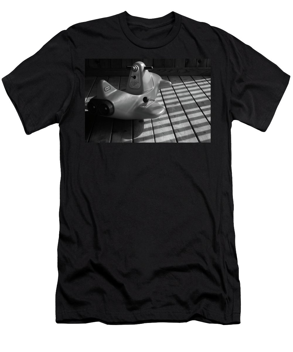 Chariot Men's T-Shirt (Athletic Fit) featuring the photograph Her Chariot Awaits by Lyle Hatch
