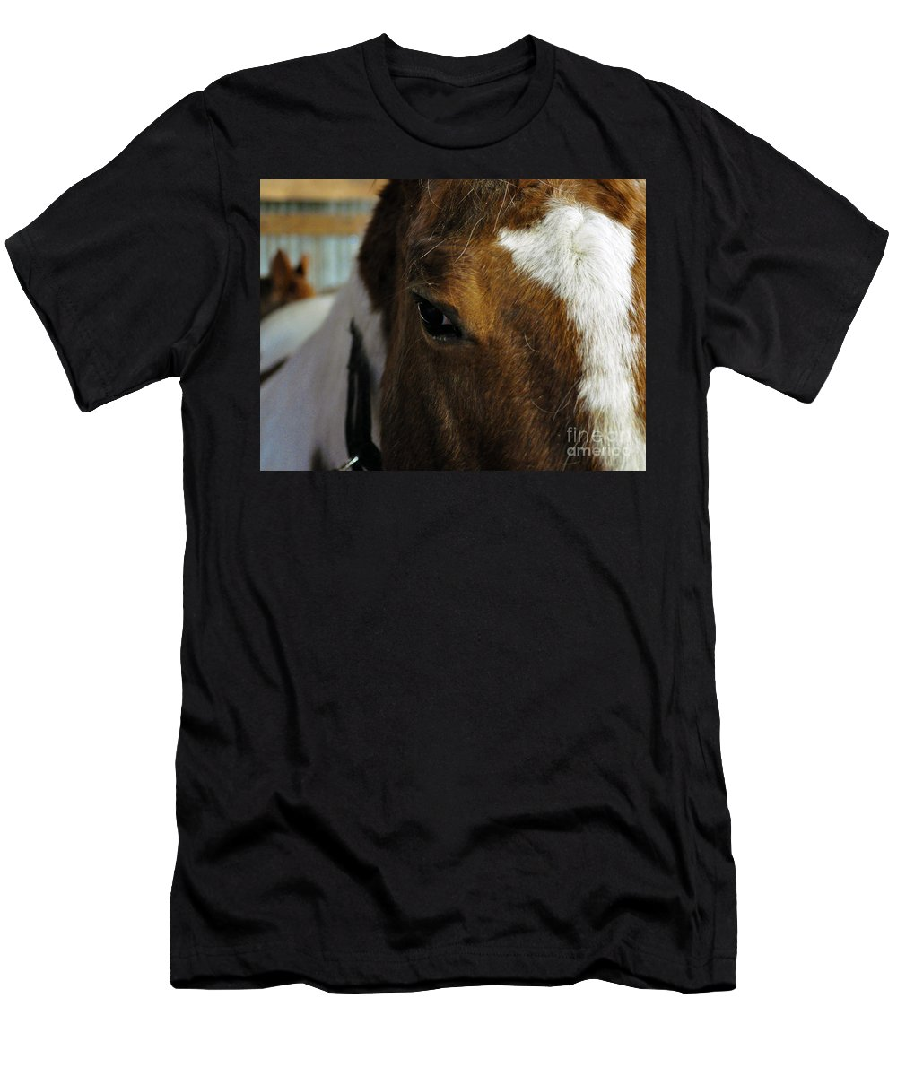 Clay Men's T-Shirt (Athletic Fit) featuring the photograph Here's Looking At You Kid by Clayton Bruster