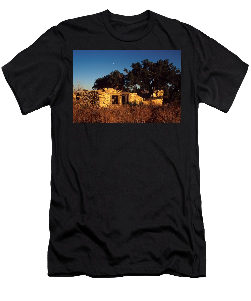 Landscape Men's T-Shirt (Athletic Fit) featuring the photograph Highway 30 Homestead by Jerry McElroy