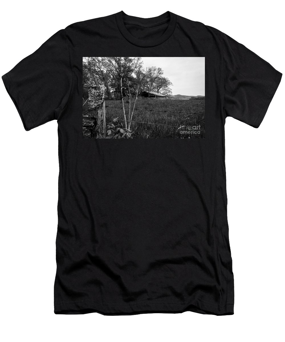 North Carolina Men's T-Shirt (Athletic Fit) featuring the photograph Hill Top by Robert Wagner
