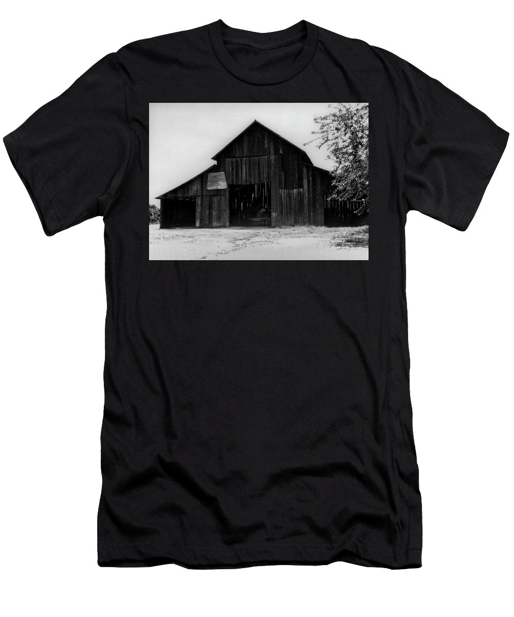 Barn Men's T-Shirt (Athletic Fit) featuring the photograph Hoops At The Barn by Gene Parks