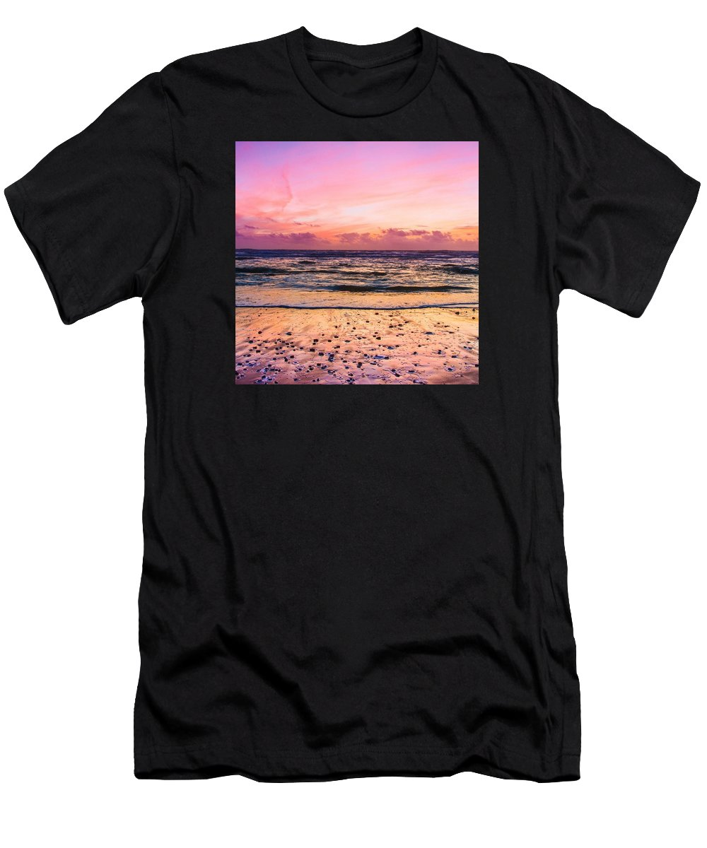 Landscape Men's T-Shirt (Athletic Fit) featuring the photograph Horizon by Pierre Cal