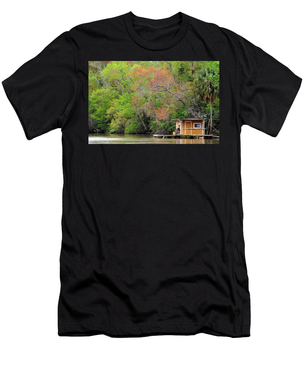 Houseboat Men's T-Shirt (Athletic Fit) featuring the photograph Houseboat On The Apalachicola River by Carla Parris