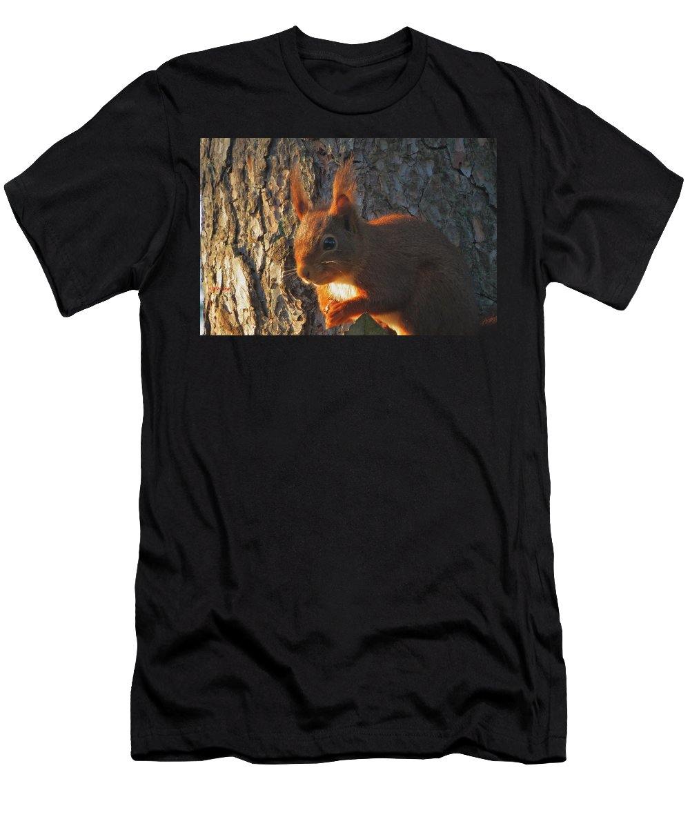 Nature Men's T-Shirt (Athletic Fit) featuring the photograph I Am Waiting by B Vesseur