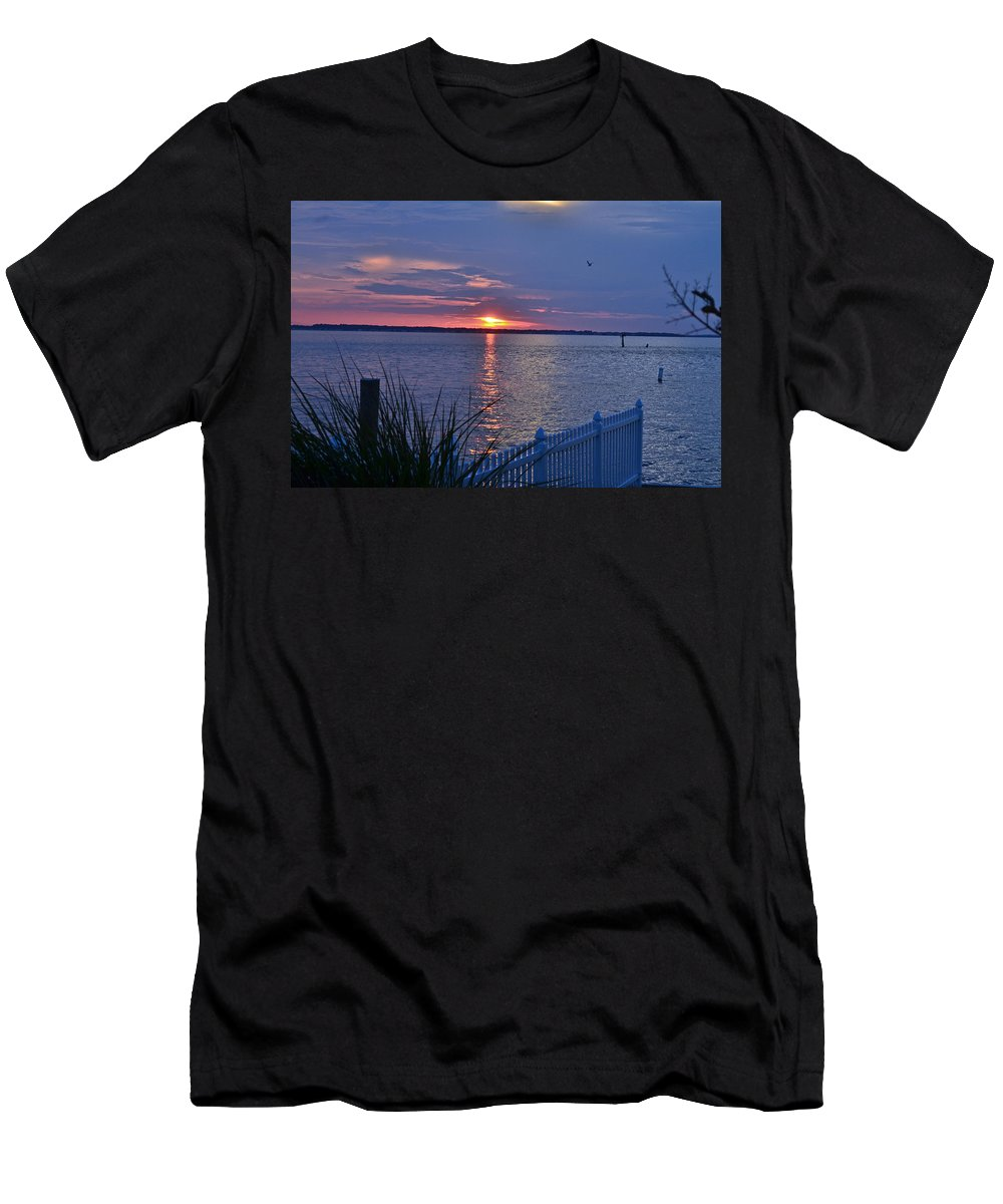 Ilse Men's T-Shirt (Athletic Fit) featuring the photograph Isle Of Wight Bay Sunset by Michael Hills