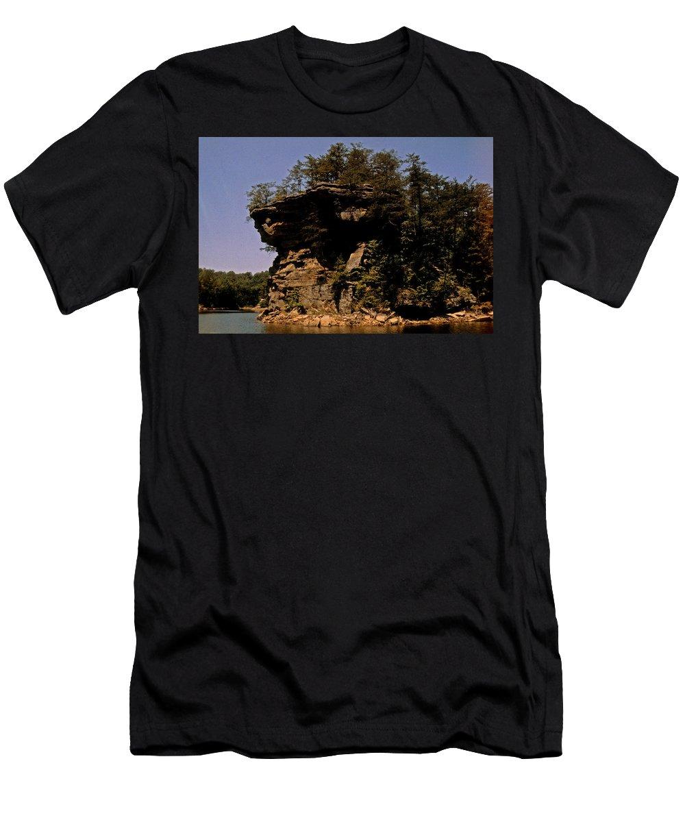 Kentucky Men's T-Shirt (Athletic Fit) featuring the photograph Kentucky Wonder by Gary Wonning