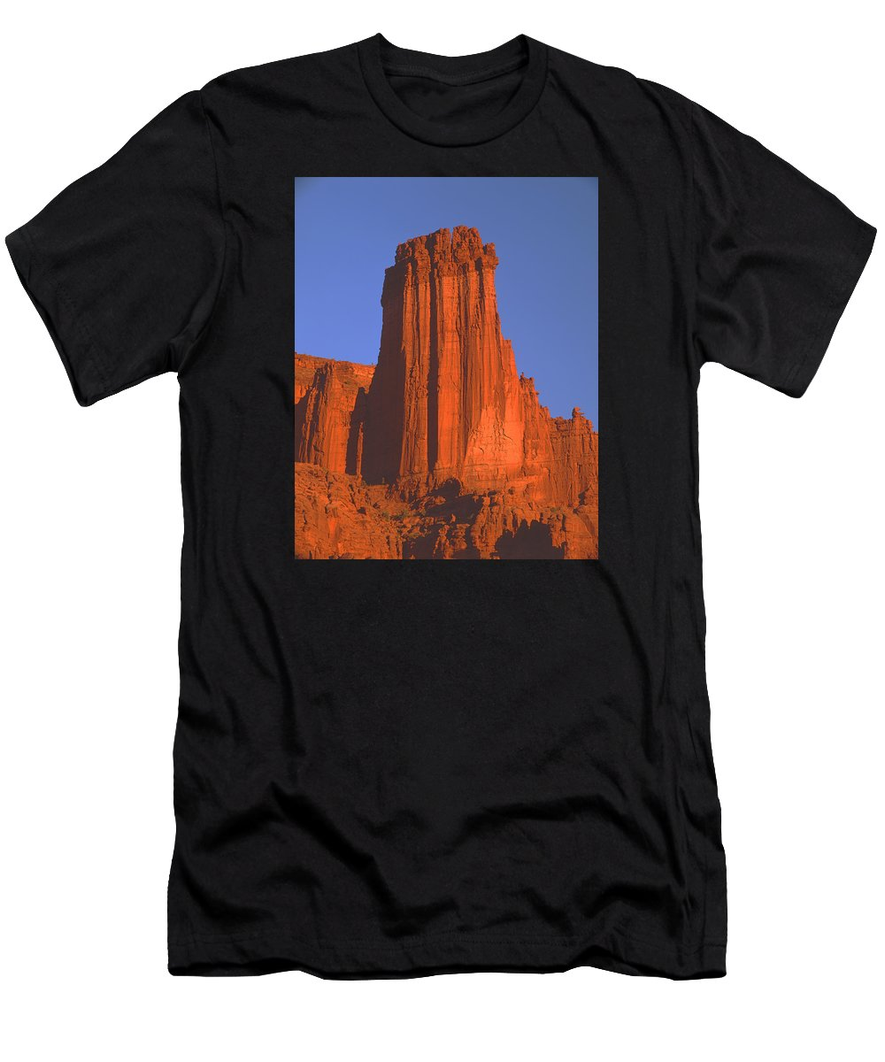 Sunset Men's T-Shirt (Athletic Fit) featuring the photograph 612706-kingfisher Tower by Ed Cooper Photography