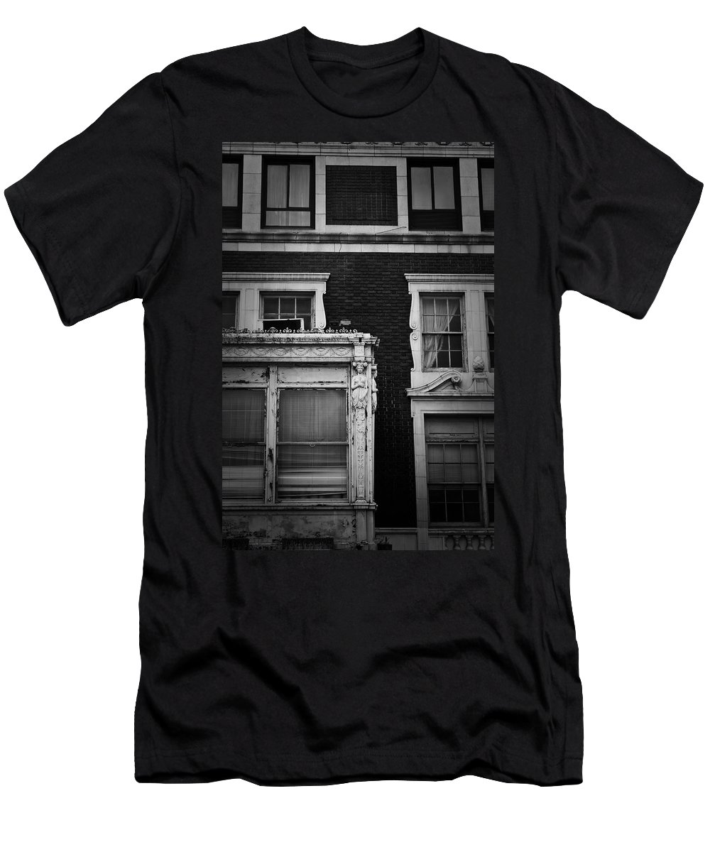Roanoke Men's T-Shirt (Athletic Fit) featuring the photograph Lady Of The Patrick Henry Hotel Roanoke Virginia by Teresa Mucha