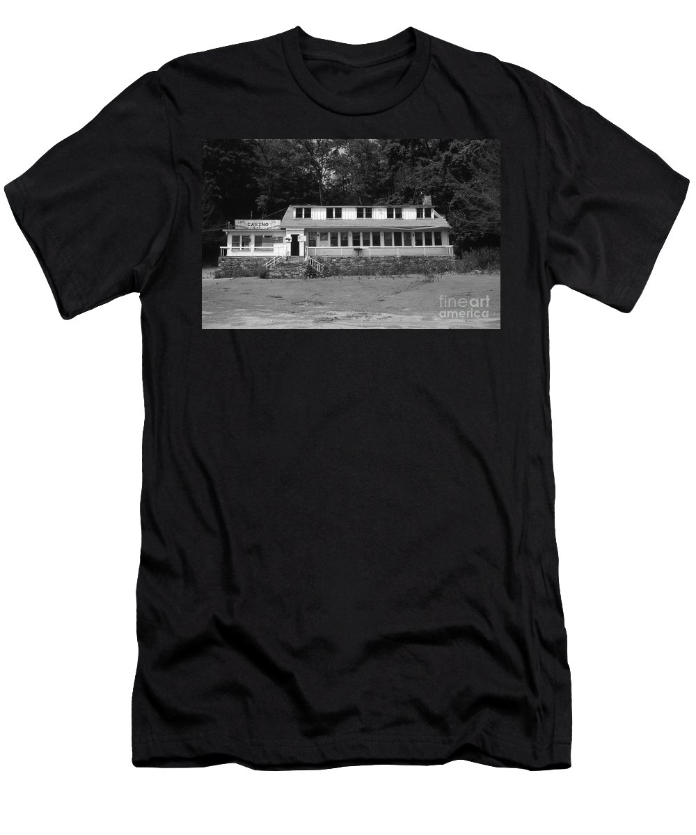 Connecticut Men's T-Shirt (Athletic Fit) featuring the photograph Lake Waramaug Casino by Richard Rizzo