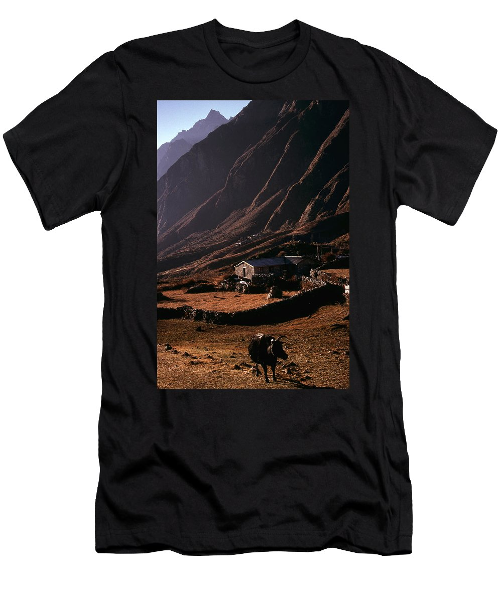 Langtang Men's T-Shirt (Athletic Fit) featuring the photograph Langtang Village by Patrick Klauss
