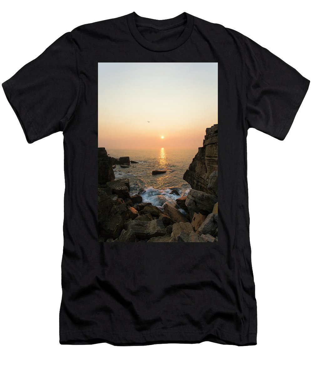 Beach Men's T-Shirt (Athletic Fit) featuring the photograph Light Beam by Edgar Laureano