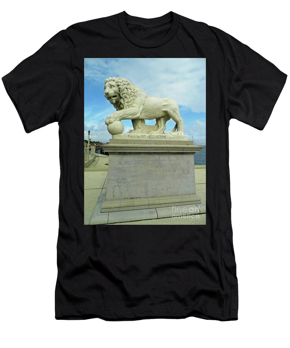 Statue Men's T-Shirt (Athletic Fit) featuring the photograph Lion On The North Side by D Hackett
