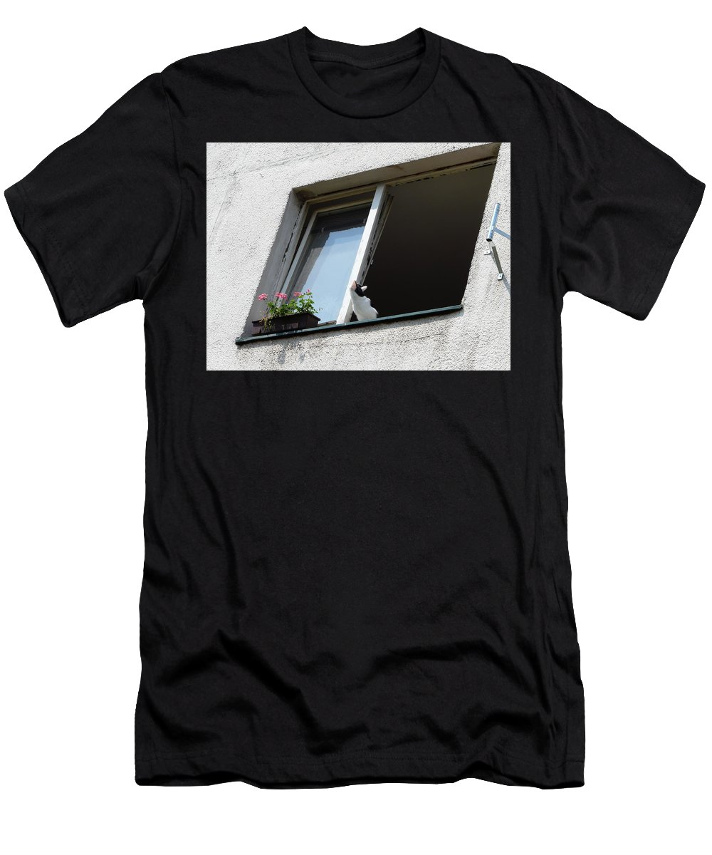 Cat Men's T-Shirt (Athletic Fit) featuring the photograph Looking Up by Valerie Ornstein
