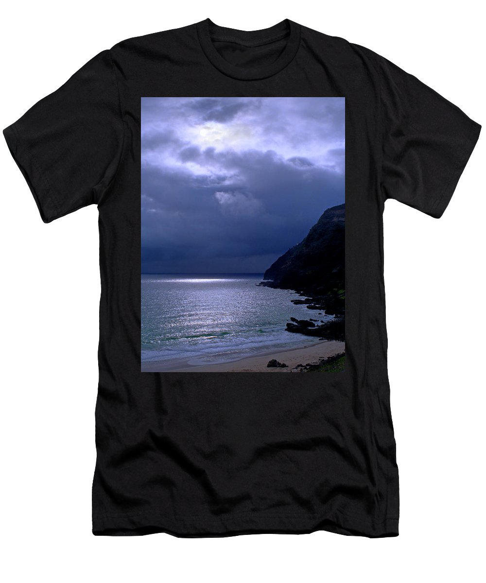 Makapuu Men's T-Shirt (Athletic Fit) featuring the photograph Makapuu Moon by Kevin Smith