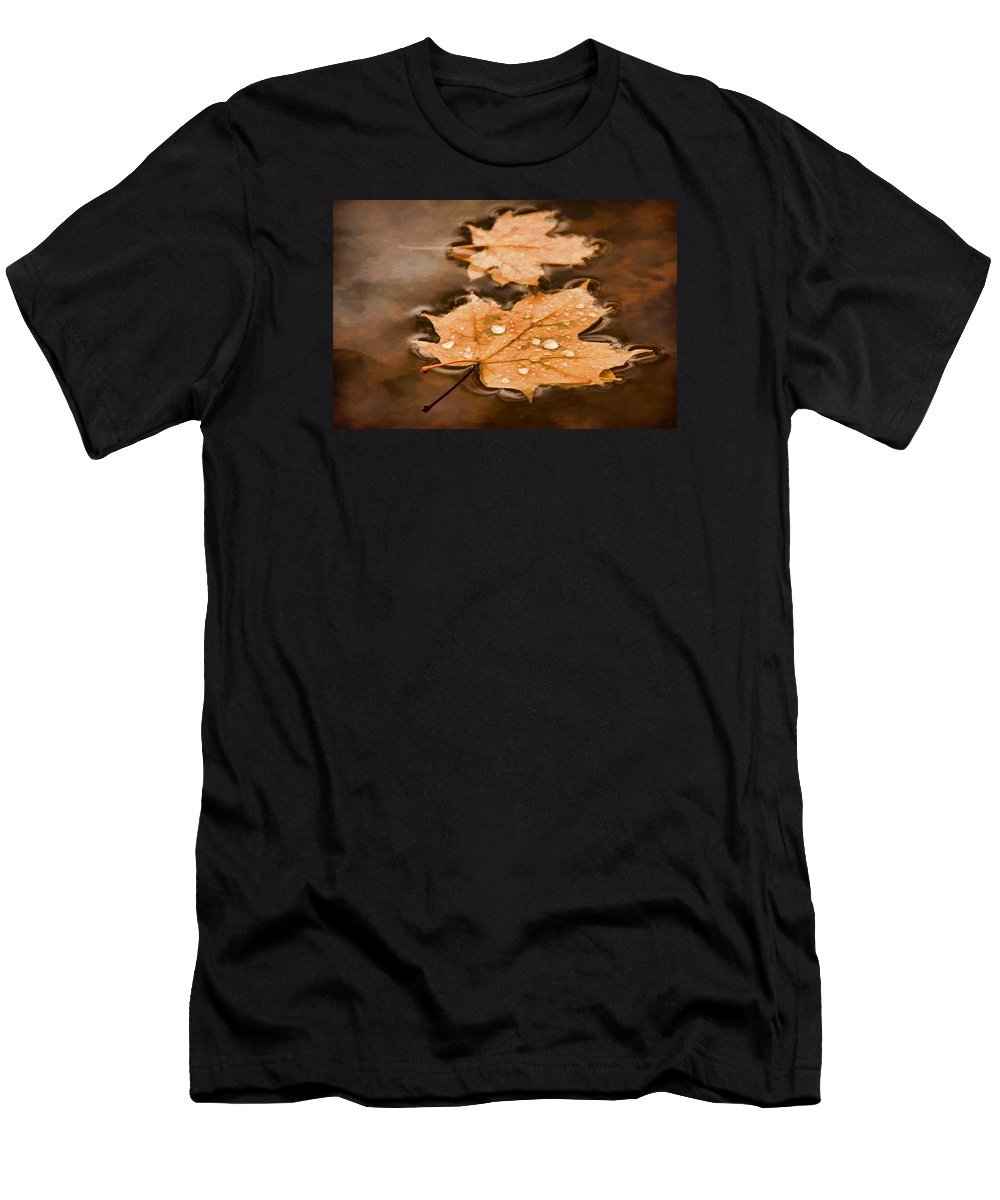 Maple Leaf Men's T-Shirt (Athletic Fit) featuring the photograph Maple Leaves And Drops Pnt by Theo O'Connor