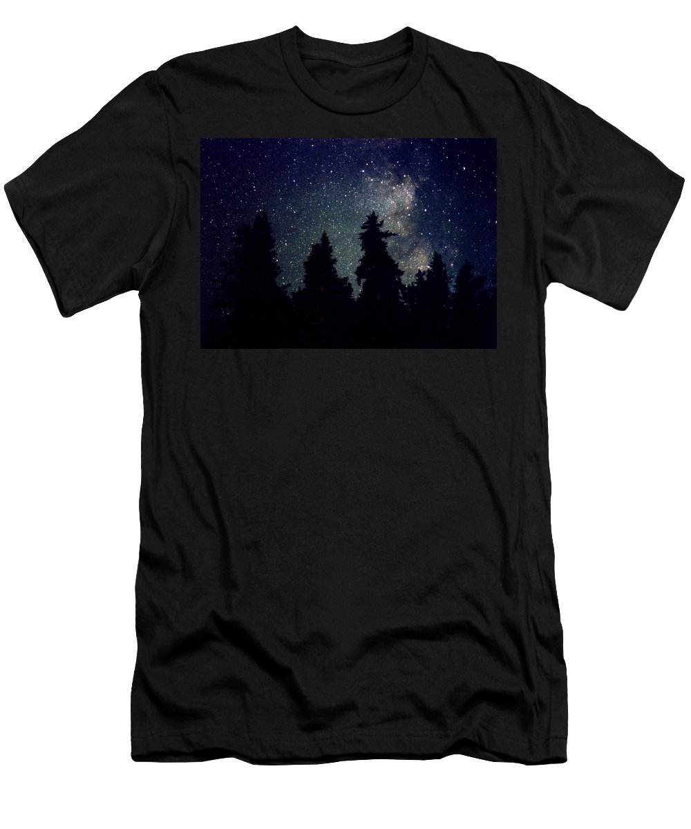 Milky Way Men's T-Shirt (Athletic Fit) featuring the photograph Milky Way Above Northern Forest 22 by Lyle Crump