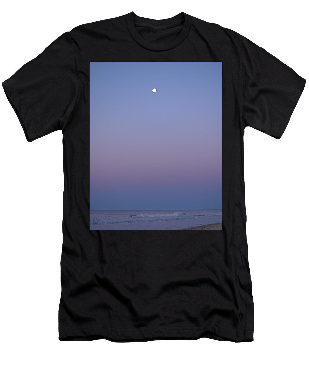 Seas Men's T-Shirt (Athletic Fit) featuring the photograph Moonset I I by Newwwman