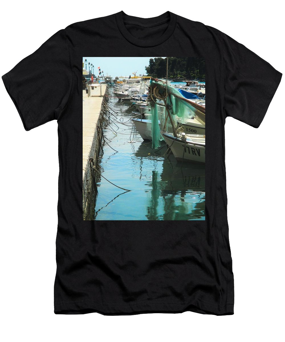 Landscape Men's T-Shirt (Athletic Fit) featuring the photograph Morning Catch by Karla Fritz