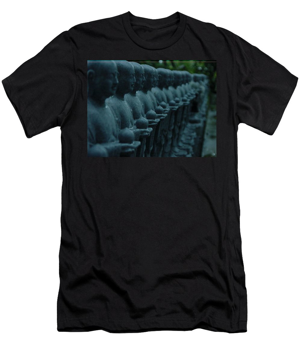 Statues Men's T-Shirt (Athletic Fit) featuring the photograph Mourning Row by D Turner